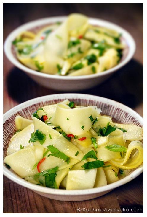 Sałatka z zielonego mango © KuchniaAzjatycka.com