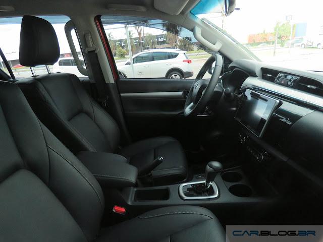 Toyota Hilux SRX A/T 2016 - espaço dianteiro
