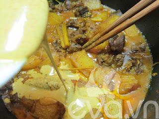 Thịt dê nấu cà ri nóng hổi