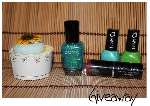 http://www.makeupnonsolo.com/2014/09/giveaway-terzo-compleblog.html