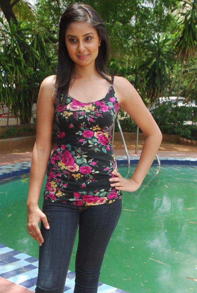 http://1.bp.blogspot.com/-FZ8G1AgJgBc/TgXIJ0gSVMI/AAAAAAAAbK4/hTjLHDnDnuo/s1600/Bhanu+Sri+Mehra+5.jpg