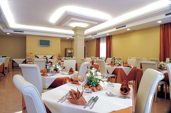 AllForFood: Arredare il ristorante: mobili per la sala e attrezzature di servizio