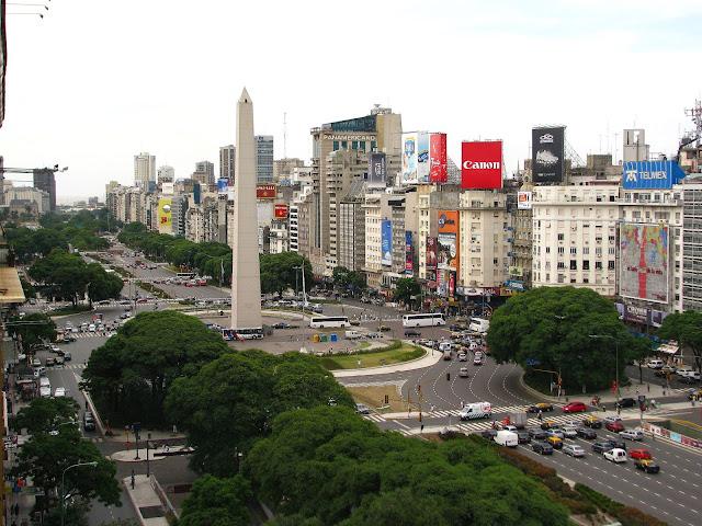 El Obelisco y la Plaza de la República en Buenos Aires