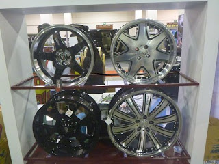 Aluminum alloy wheels.