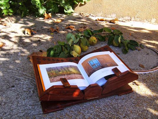 PIEZAS A MEDIDA. Atril de madera para libros grandes