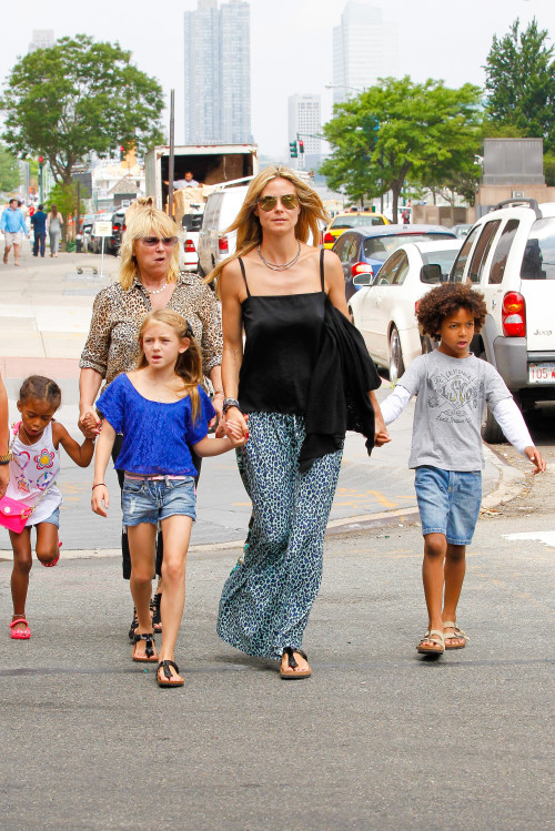 Heidi klum bringin her children in new york heidi klum with the