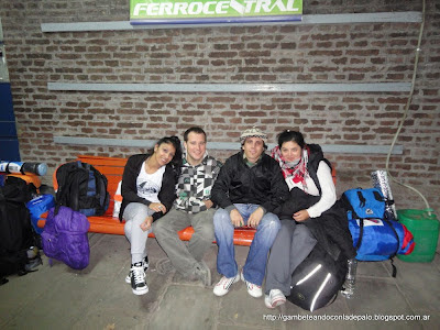 En la estación de tren Rafaela con mis compañeros de viaje