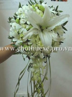 Mẫu hoa cầm tay giá 350,000 Đ