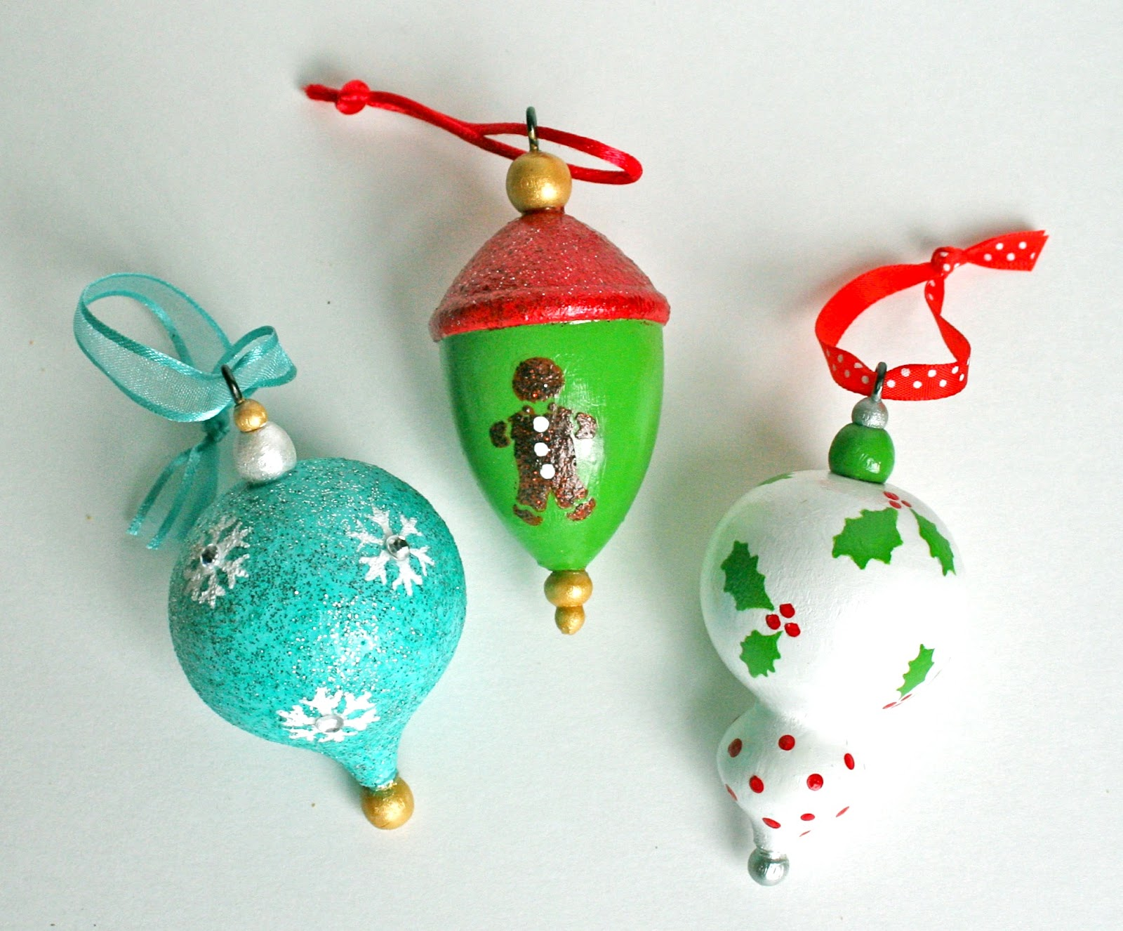 Martha stewart crafts painted ornaments mod podge rocks for Martha stewart xmas crafts