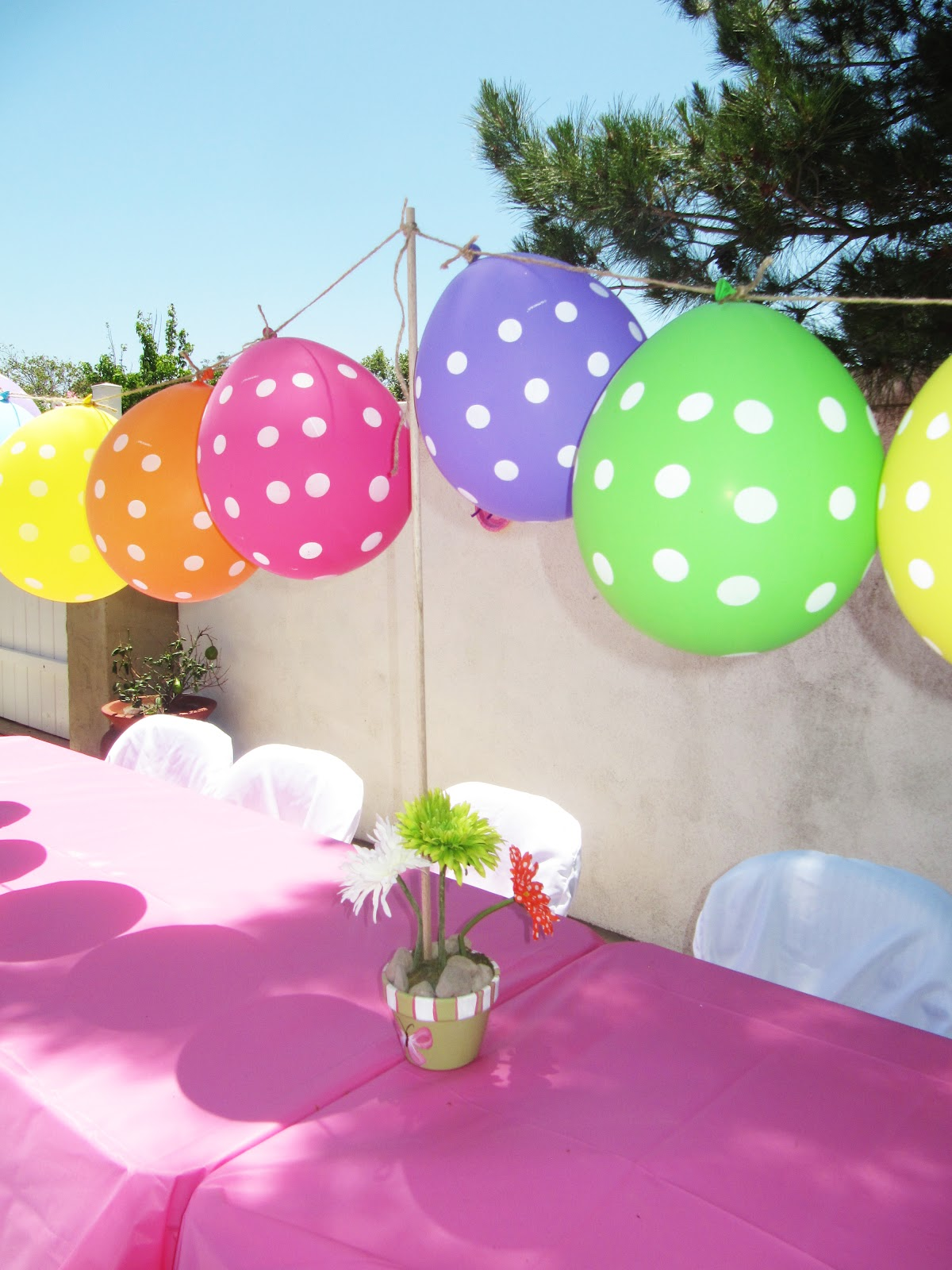 Creatively quirky at home june 2012 for Home decorations with balloons