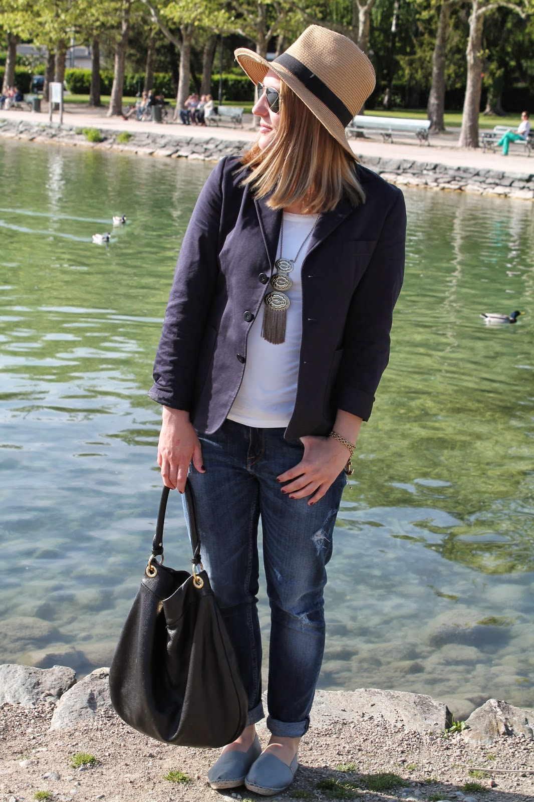 Fashionblogger Austria / Österreich / Deutsch / German / Kärnten / Carinthia / Klagenfurt / Köttmannsdorf / Spring Look / Classy / Edgy / Maritim / Marine / Blazer / How to Style / Hat / Forever 21 / Marc by Marc Jacobs / Hillier Hobo Bag / Necklace / Espadrillas / espadrij / Ray Ban / Ann Christine