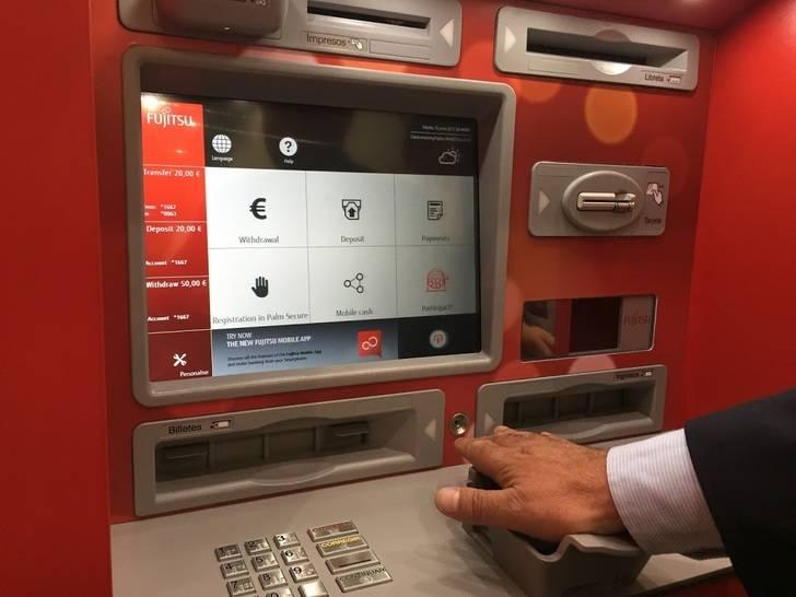 Biometricos bbva y la caixa incorporan lectores de venas for Oficinas y cajeros bbva