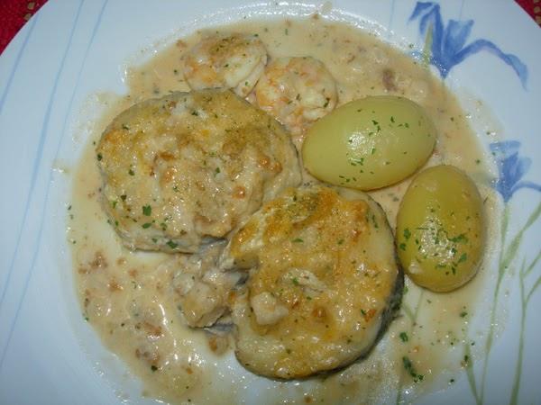 recetas de pescado y marisco merluza en salsa de oricios