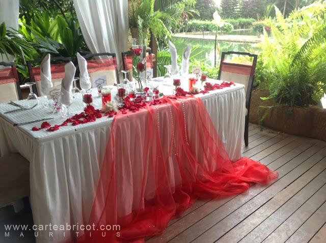 ... +rouges+flurs+rouges+blanches+gerbera+roses+romantique+classe.jpg