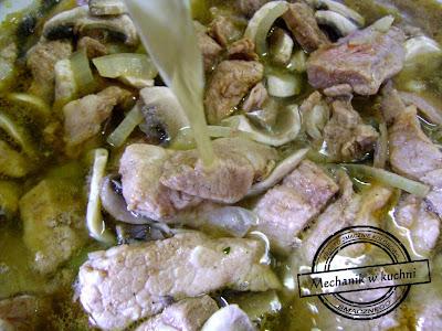 Strogonow Mechanik w kuchni Pszczyna wołowina wieprzowina cebula pieczarki bulion