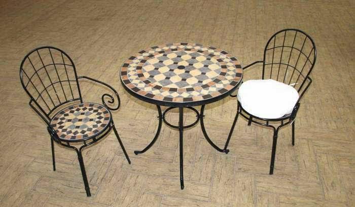 mesa y sillas forja terraza pequeña
