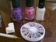 Diseño de uñas elegante: degradado morado y rosa, flor (copia)
