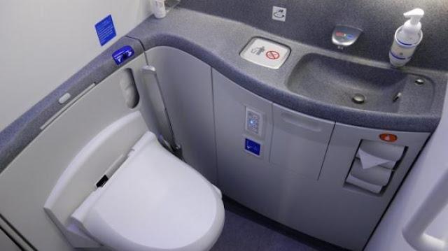 Kotoran Manusia dari Toilet Pesawat Dibuang ke Mana? Simak Fakta Ini