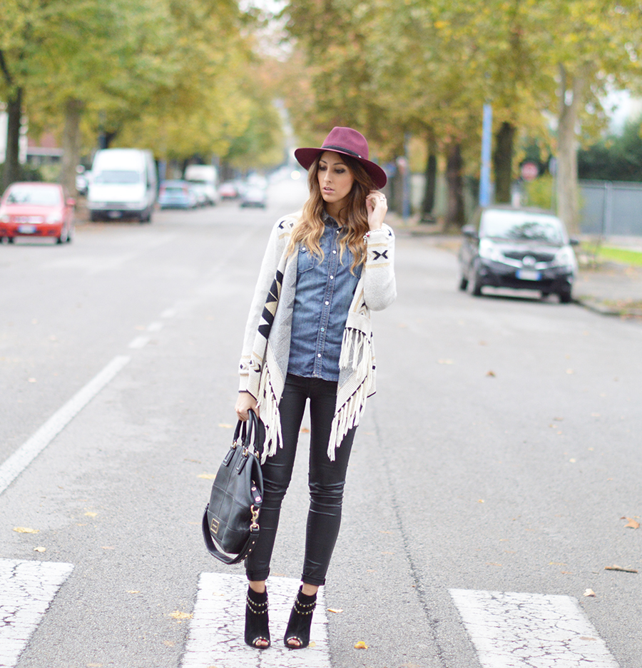 denim shirt, country chic outfit, country look, country look fashion blogger, givenchy bag, top italian fashion blogger, fashion blogger italiane, zara pants, leather pants, stradivarius shoes, stradivarius boots