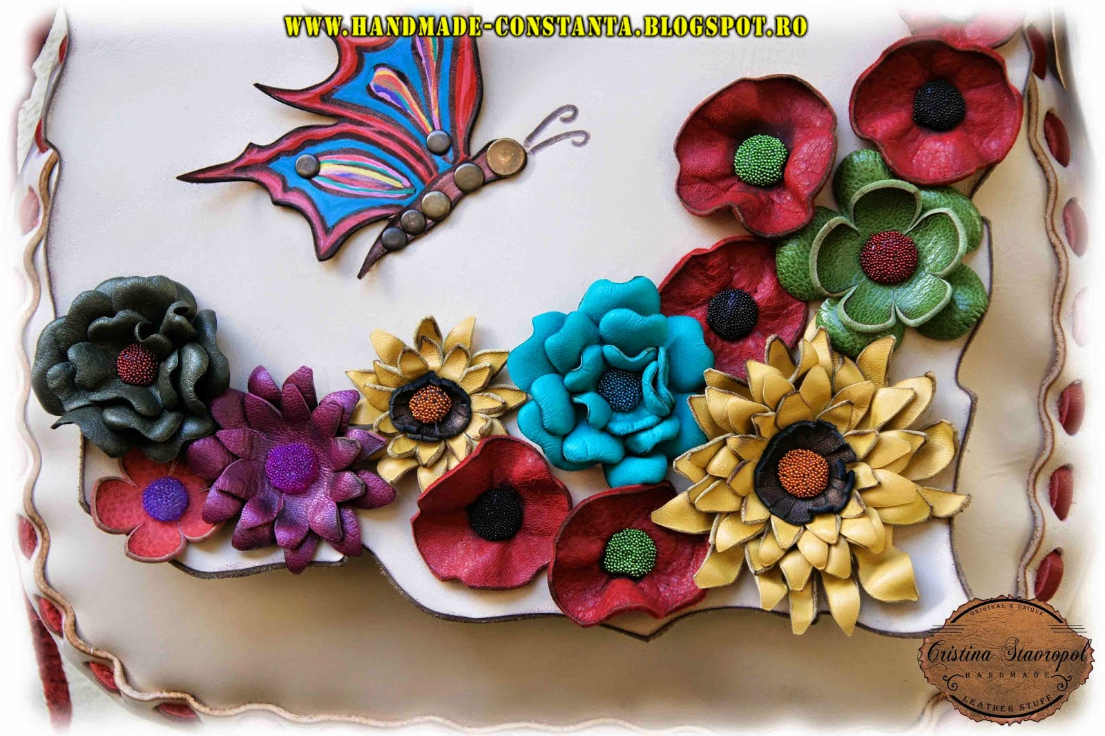detaliu cu flori din piele