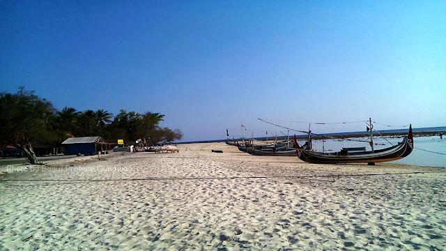 Hamparan pasir putih di Gili Labak, Sumenep, Madura