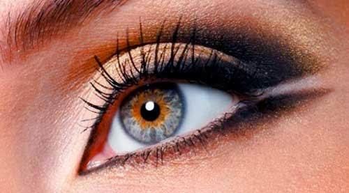 ojos maquillado con eyeliner