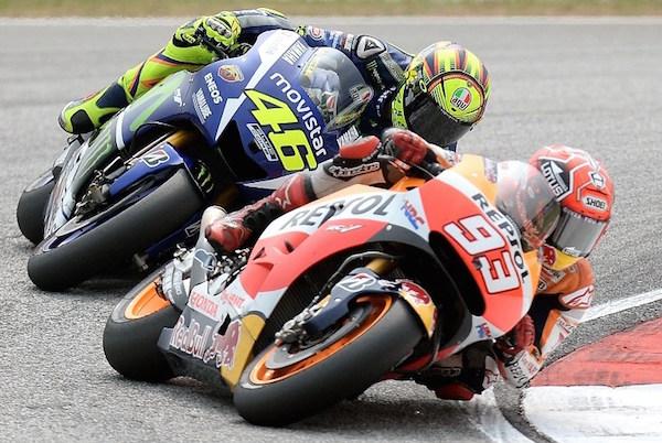 TERUNGKAP! Honda: Rossi Sengaja Menendang Rem Marquez, Ini Buktinya