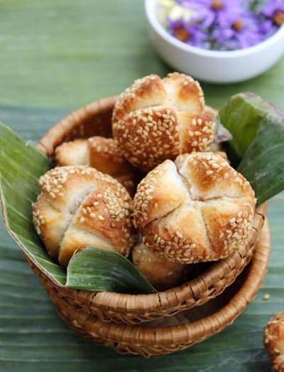 Fried Sesame Cake (Bánh mè chiên)