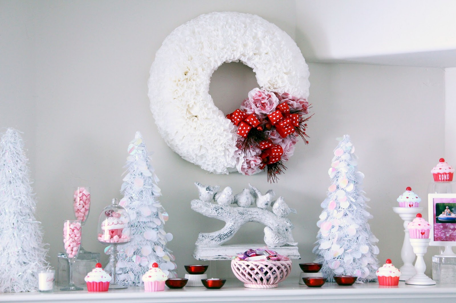 Worth Pinning: Valentine\'s Day Mantel