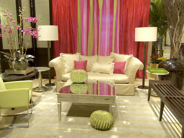 Red and Green Living Room Color Schemes