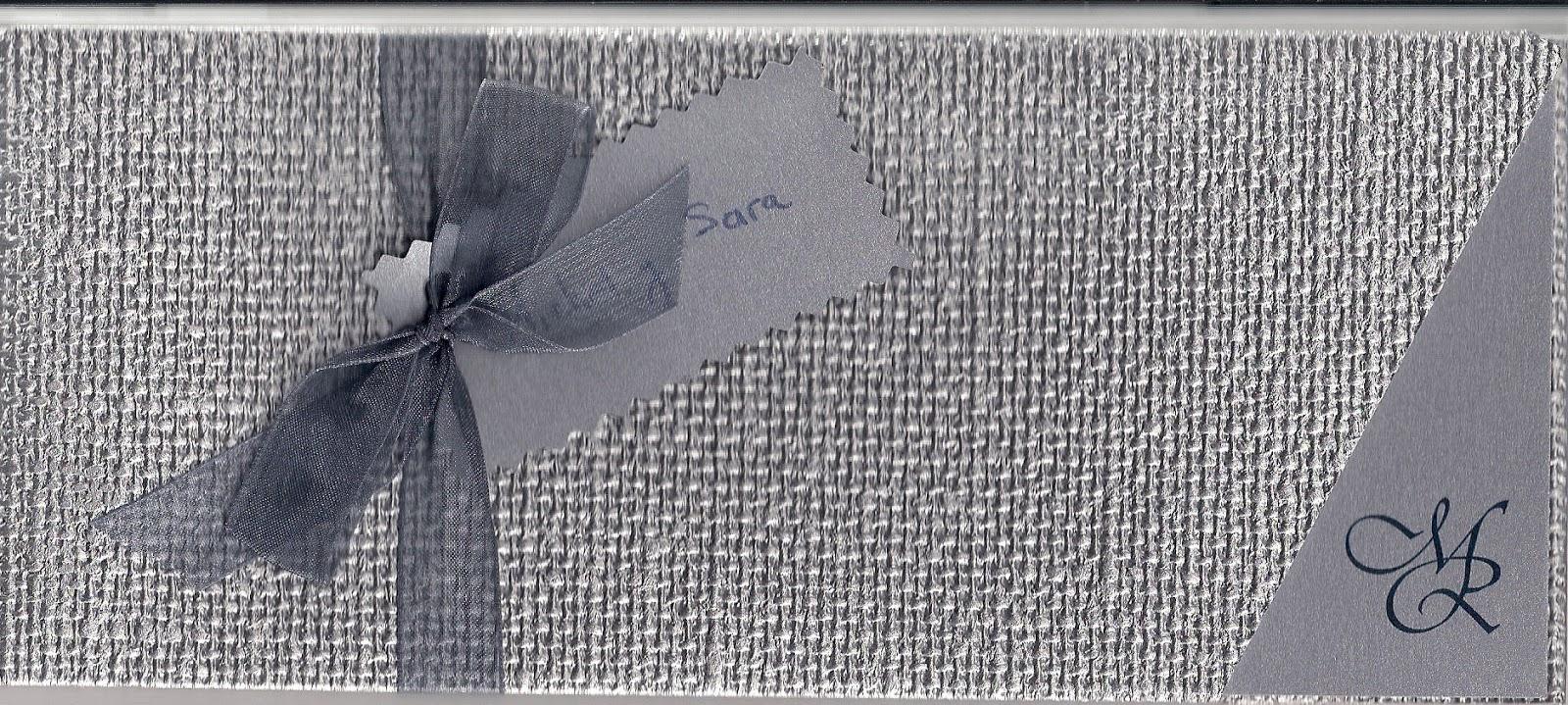 Invitación de boda en plata metalizada