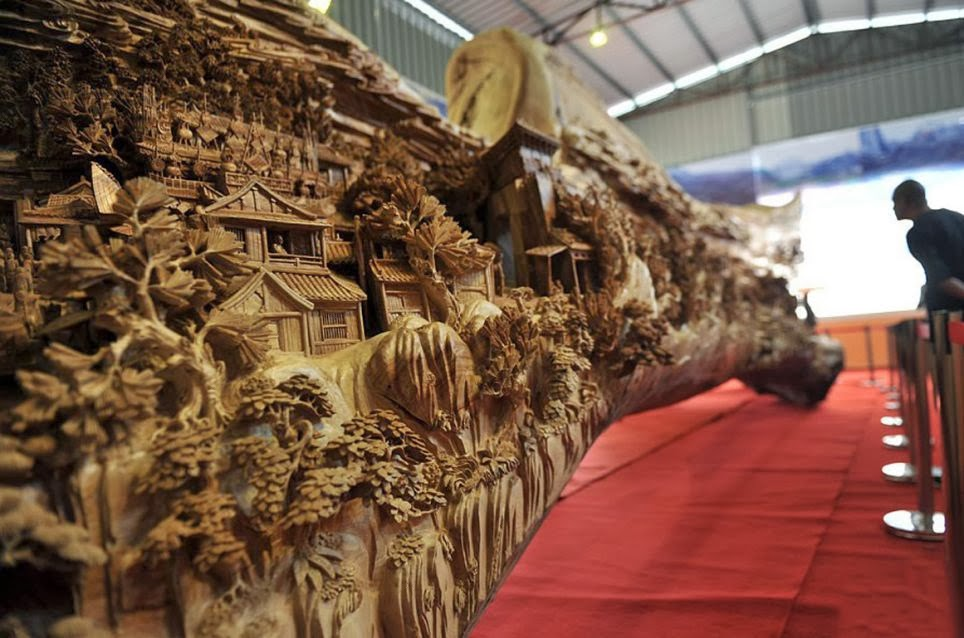 05-Chinese-Sculptor-Zheng-Chunhui-Longest-Wooden-Sculpture-12.3m-www-designstack-co