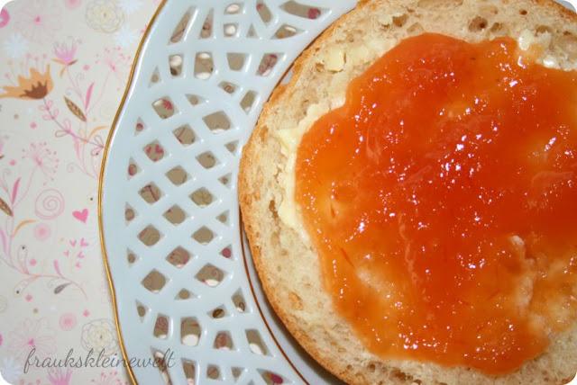Brötchen mit Apfel-Tomaten Marmelade, homemade