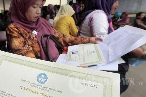 Tunjangan sertifikasi guru disarankan diganti dengan tunjangan profesi.
