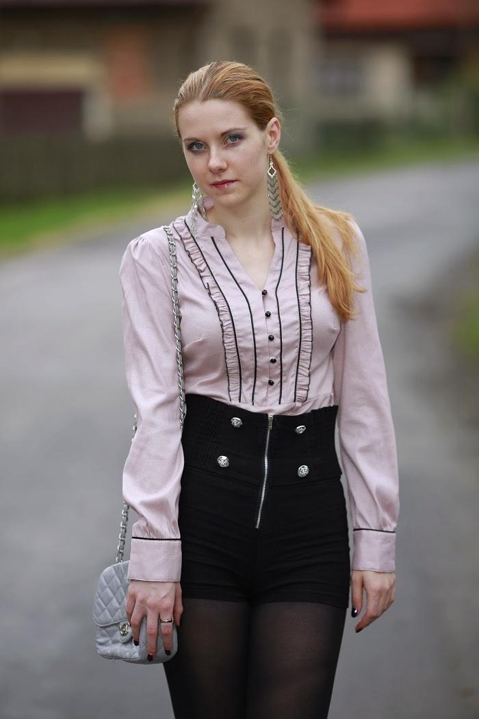 orsay, růžová halenka, šortky s vysokým pasem, outfit do práce