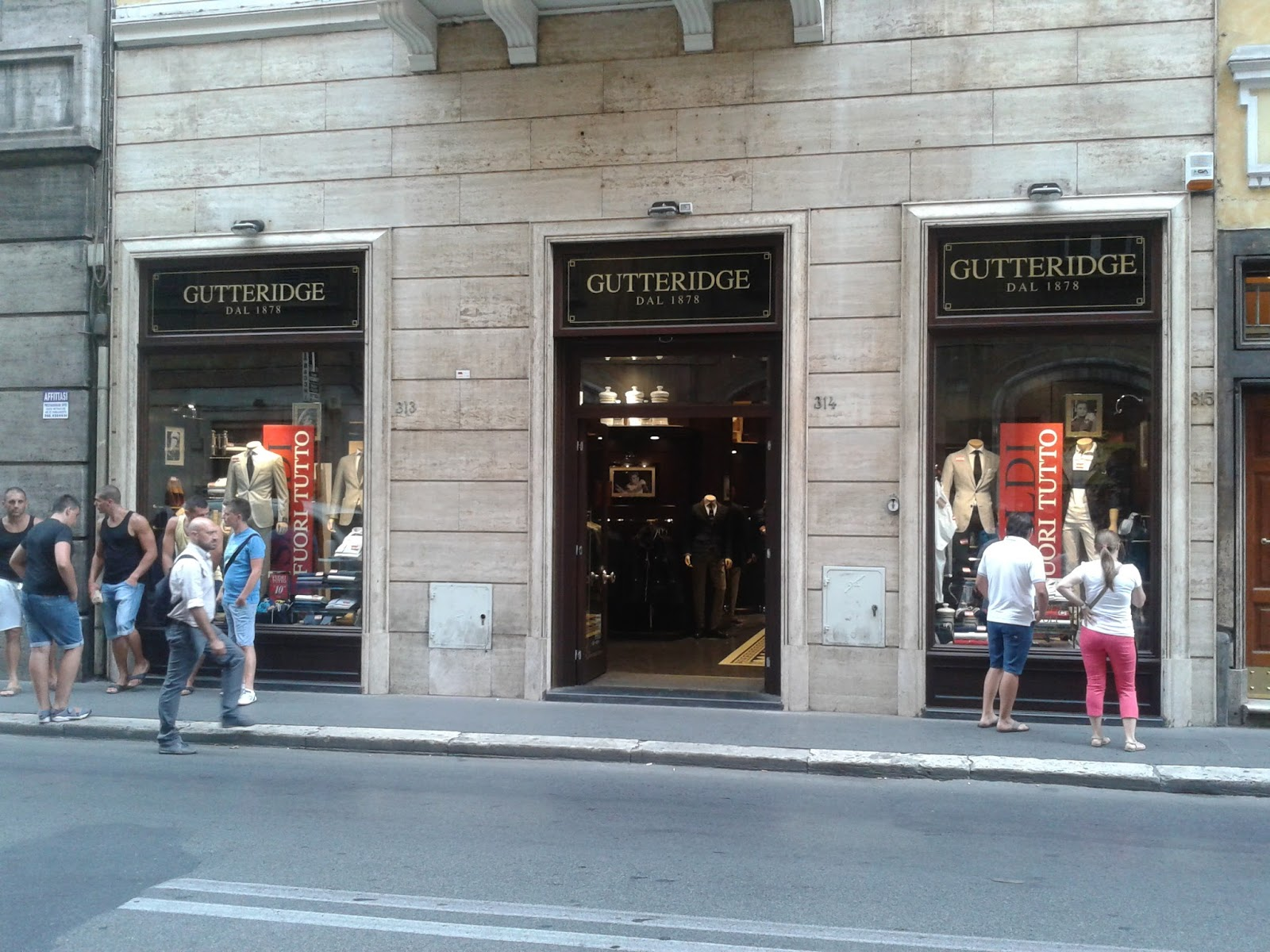 Roma shop more gutteridge a via del corso for Mac roma via del corso