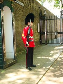 British Guard outside Buckingham Palace