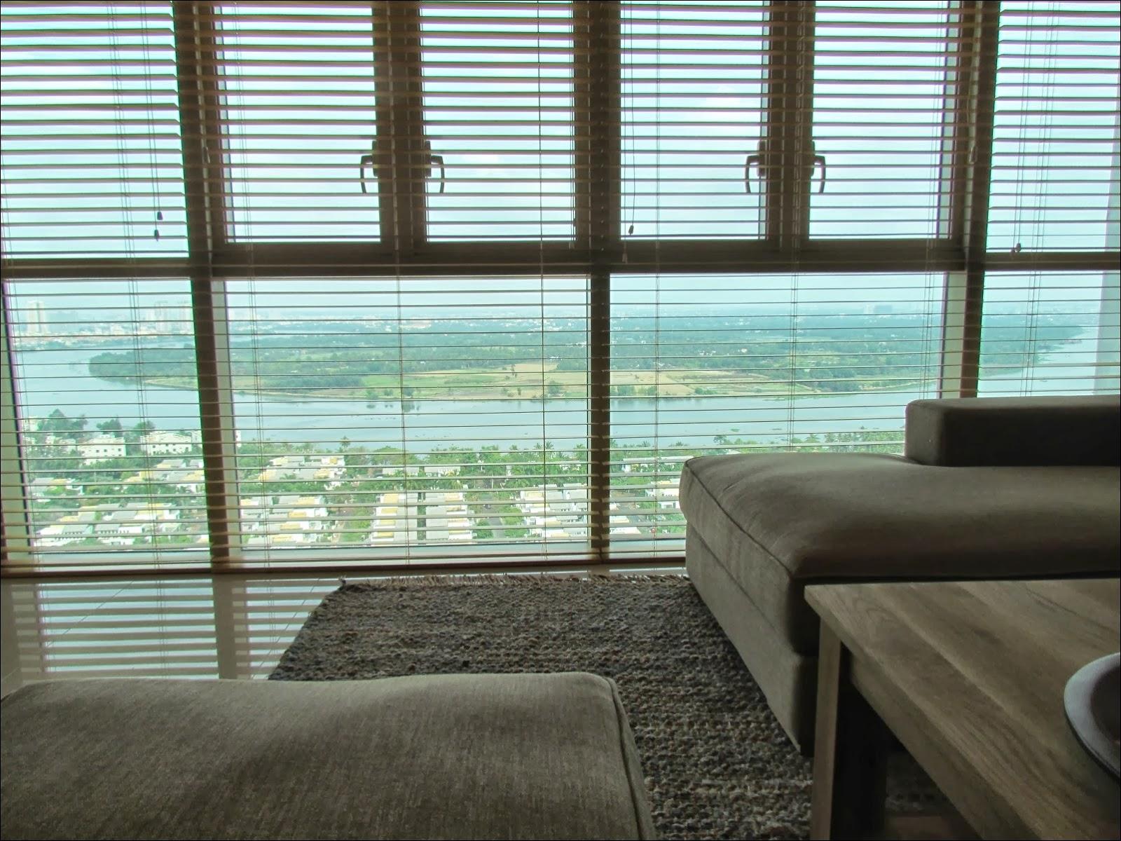Phòng khách căn hộ The Vista 3 phòng ngủ view sông