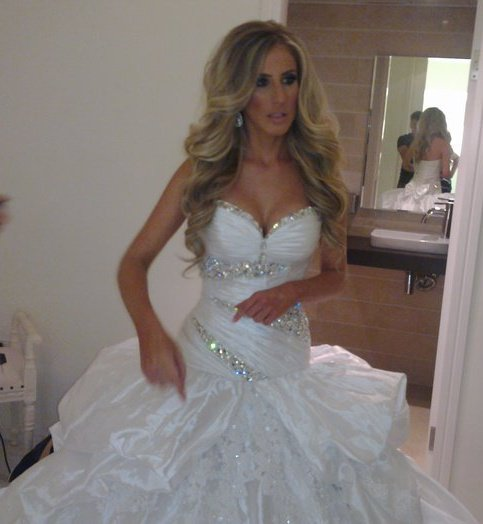 Shimrit and her stunning spray tan Wedding Day photo