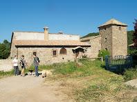 El mas de Vilarassau amb la seva torre de defensa