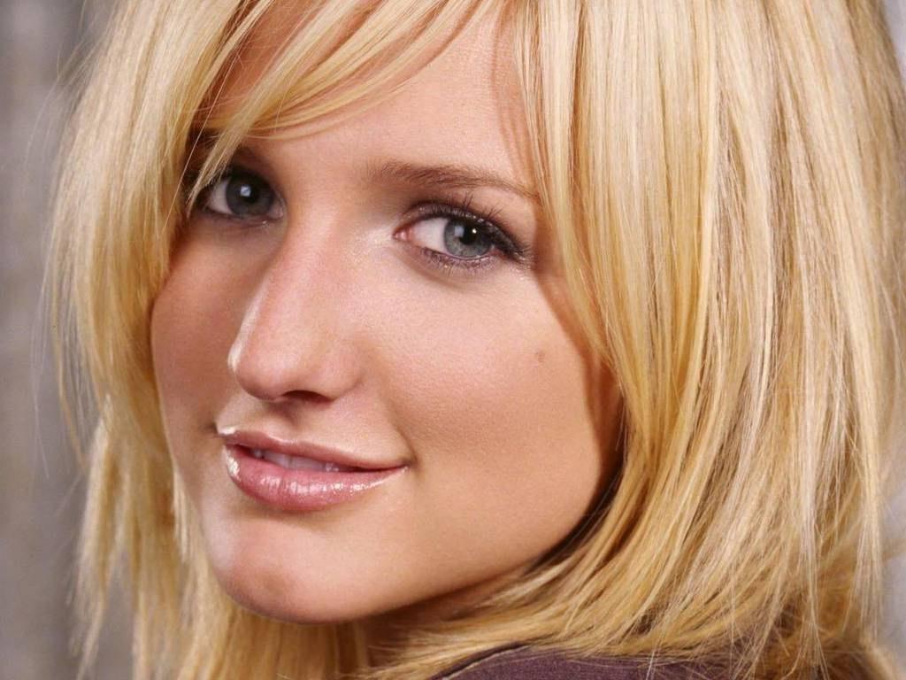 http://1.bp.blogspot.com/-FcIQHKSj69o/TxEVmaGSPmI/AAAAAAAANfc/Hi8YymPNkiA/s1600/Ashlee+Simpson+%25284%2529.jpg