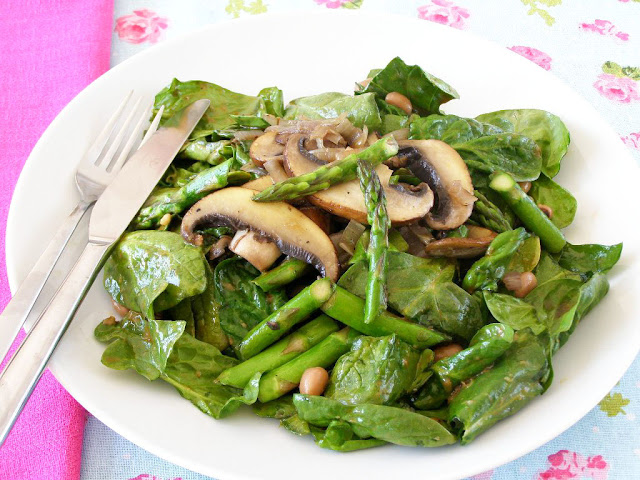 Warm Portobello Mushroom, Asparagus and Black Eyed Bean Spinach Salad with Balsamic Dressing