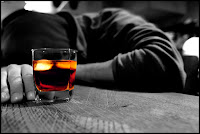 """İbn Ömer (r.a)'den Rasûlullah (s.a)'ın şöyle buyurduğu rivayet olunmuştur: """"Her sarhoşluk veren şaraptır ve her sarhoşluk veren haramdır. Şarap içmeye devam ederken ölen kimse âhirette onu içemeyecektir."""""""