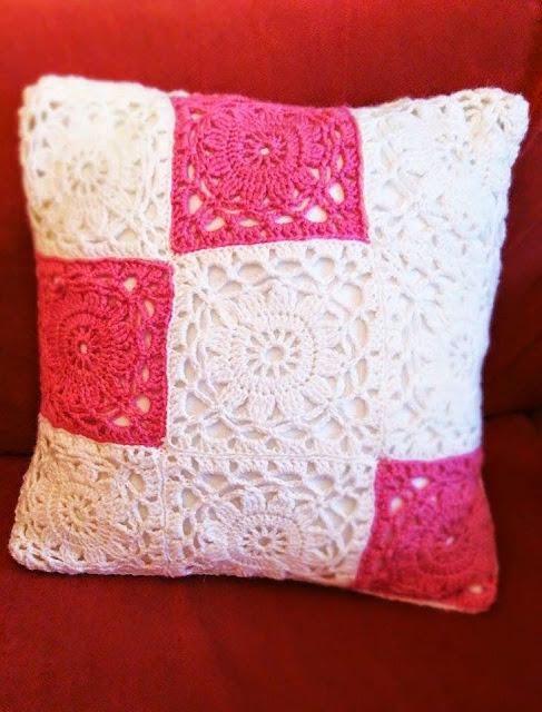 virkattu kukkaneliö, virkattu tyynynpäällinen, koristetyyny