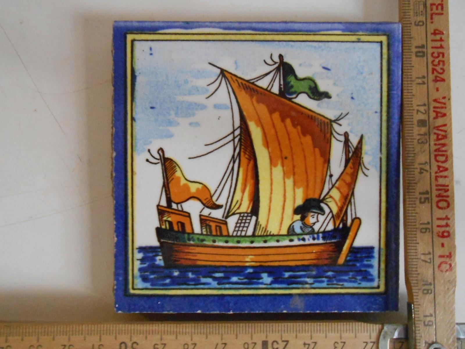 Vecchia piastrella o tassello maiolica policromo in stile fiorentino