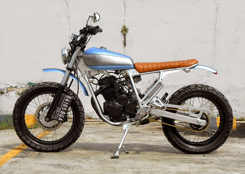 Racing caf yamaha 225 celebes scrambler by katros for 11 1 8 x 13 g yamaha