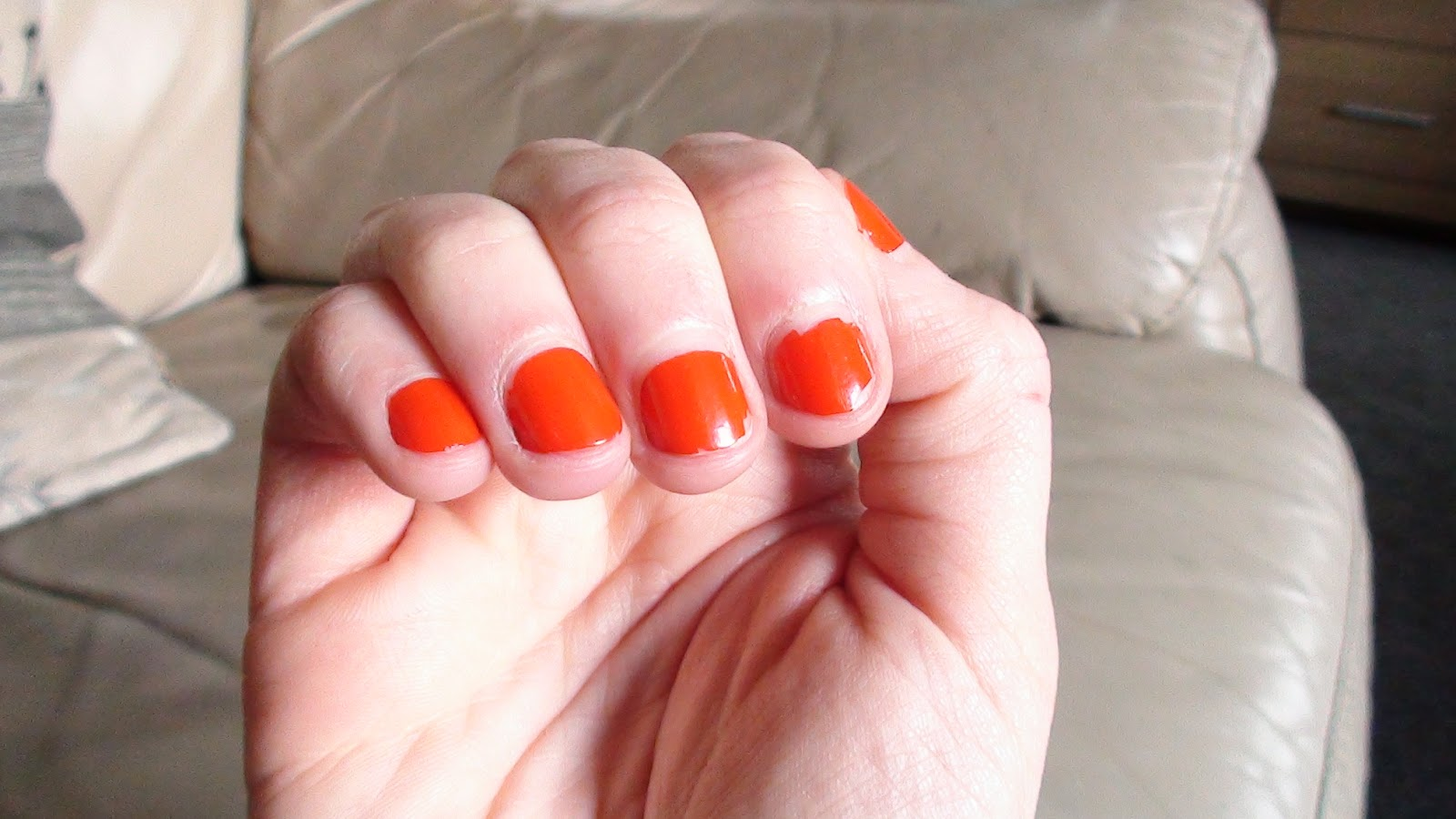 pixie\'s mess: Review: Maybelline Color Show nail polish in Orange Attack