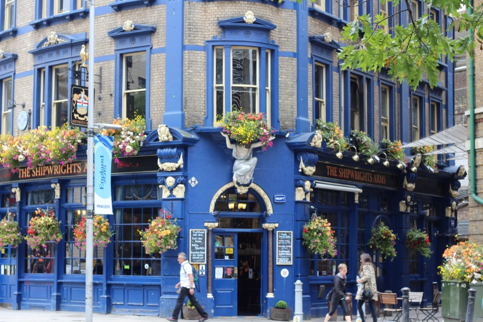 London Blue House Hotel Pub