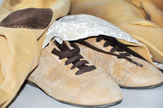 бежевый велюровый пиджак замшевые кроссовки