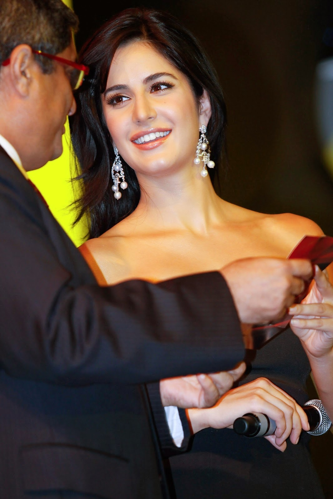 Katrina Kaif Looks Drop Dead Gorgeous In Black Skirt At The India Autocar Awards in Mumbai